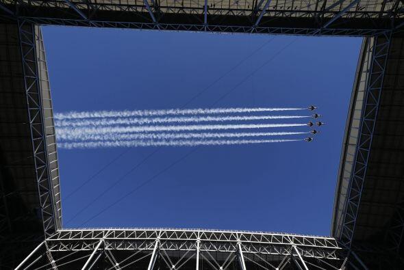 Los aviones militares volando el cielo de Arizona (AP-NFL).