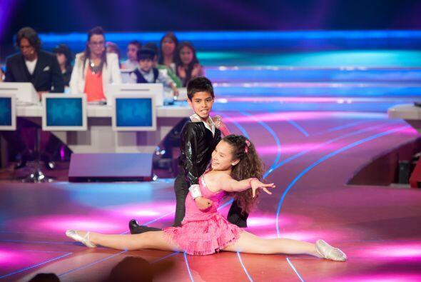 Las parejas de baile fueron demostrando su talento en la pista para que...