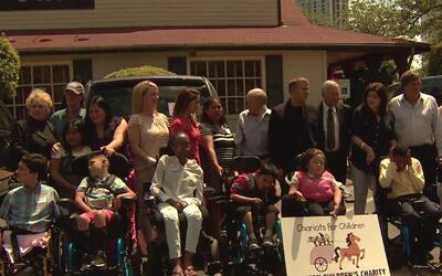 Familias de Houston reciben vehículos adaptados para discapacitados