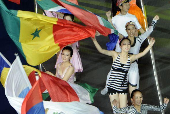 Las banderas de los países participantes engalanaron el cierre de...