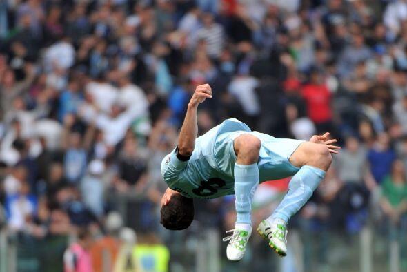 El brasileño Hernanes metió doblete y también se volvió 'loquete'.