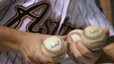 En fotos: Se vendió en subasta la pelota de béisbol más cara de la historia