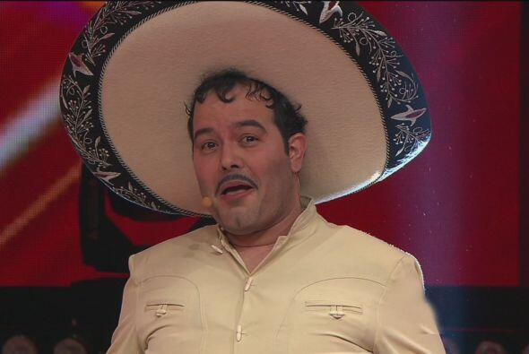 ¡No se espanten! Es Carlos Bardelli imitando al fallecido Pedro Infante....