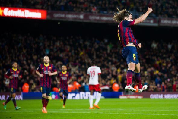 Puyol festejaba su gol luego de rematar un disparo de Messi que pegó en...