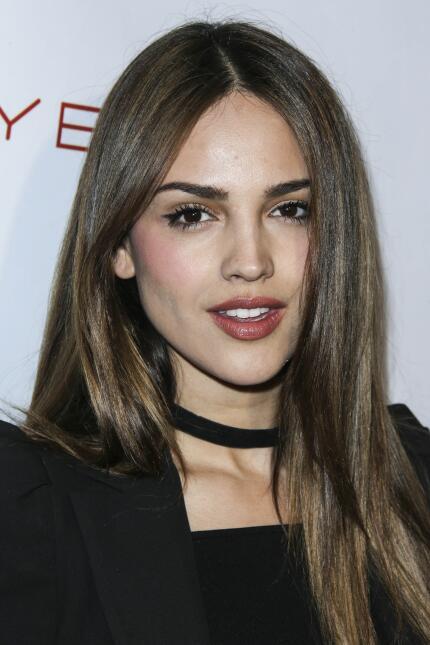 La guapa mexicana no dejó de sonreír.