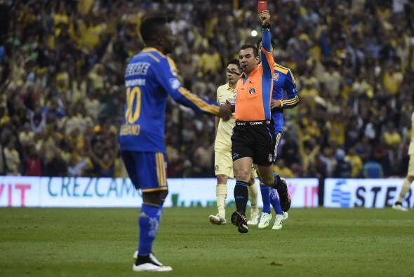 El 'Tuca' sacó a José Francisco Torres y mandó a Darío Burbano, pero a u...