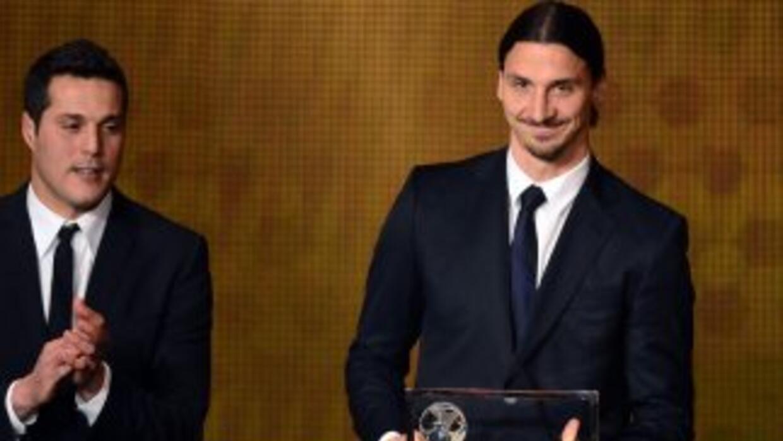 Zlatan, a la derecha, le ganó el premio Puskas a Neymar y a Matic.