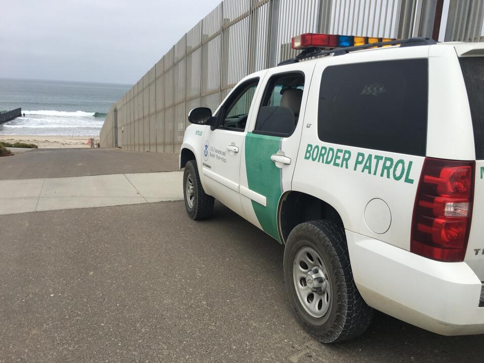 A medida que han bajado los arrestos en San Diego, estos han subido en A...