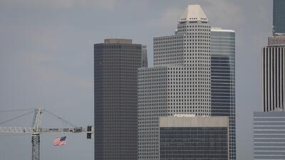 Ventana al Tiempo: Cielos mayormente nublados, constantes vientos y condiciones secas este lunes en Houston