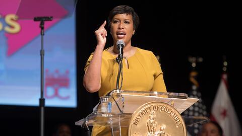 La alcaldesa de Washington DC, Muriel Bowser.