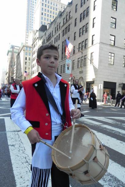 Los niños en el desfile de la Hispanidad 4a7349f60efe4faaab15a1238297739...