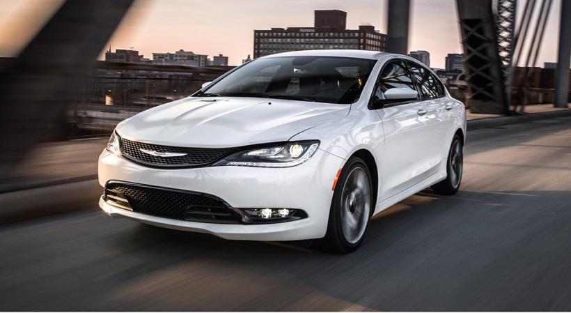 Peor sedán mediano: Según Consumers Report, el pobre Chrysler 200 2016 q...