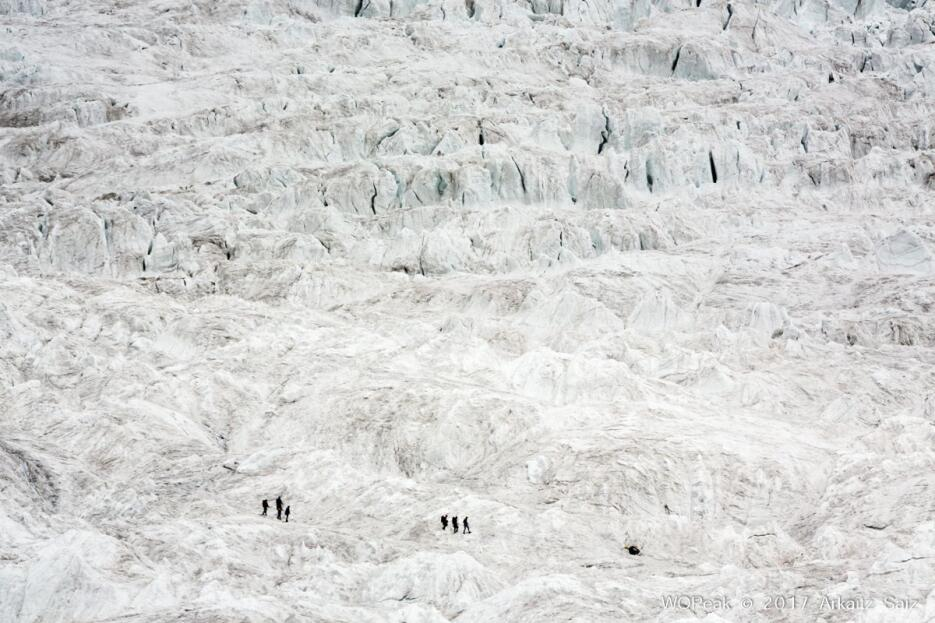 Tres alpinistas españoles fuerin al rescate de un alpinista italiano var...