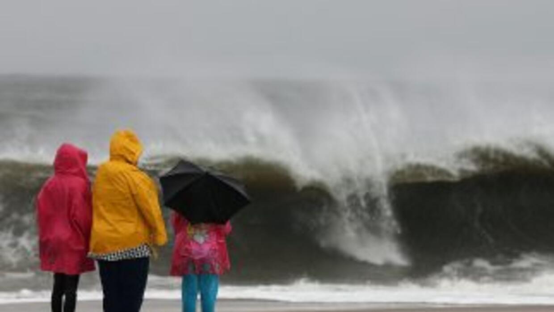 Los expertos temen que tras el fortalecimiento del huracán Sandy en el A...