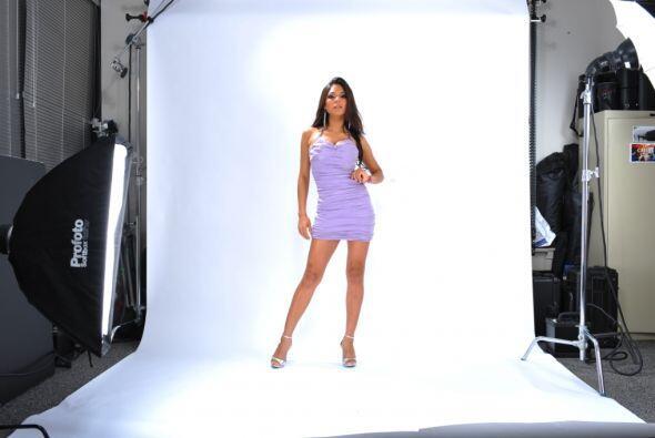 Alejandra obtuvo un contrato con Univision para participar en un sin núm...
