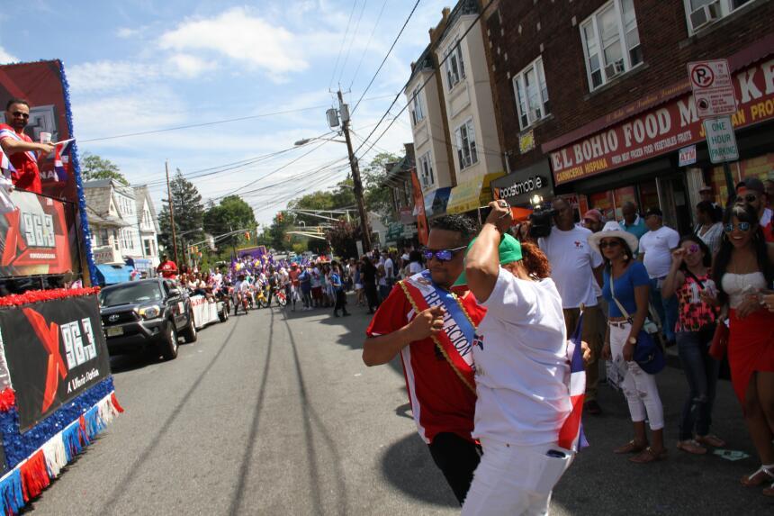 Celebra La X en el Desfile Dominicano en NJ IMG_1824.JPG