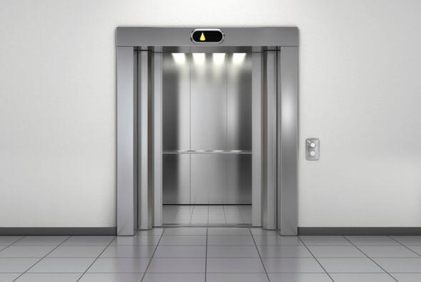 Un niño murió aplastado por un elevador.