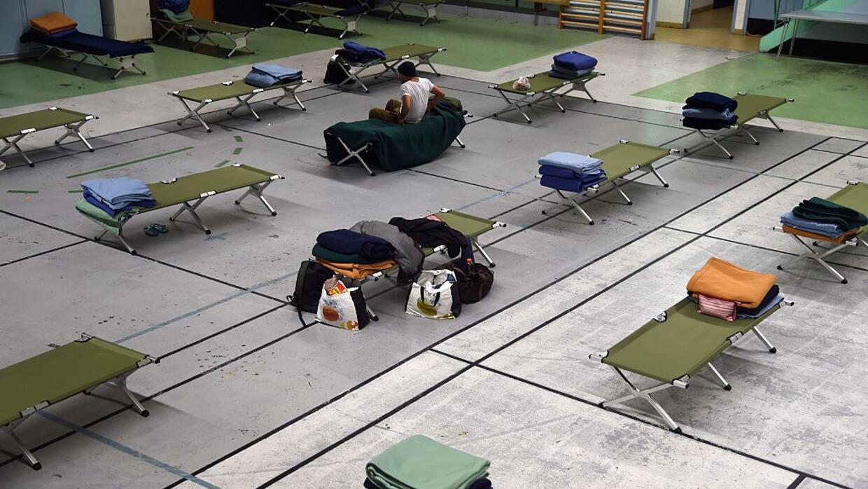 Decenas de personas sin hogar se refugian del frío en alguno de los albe...