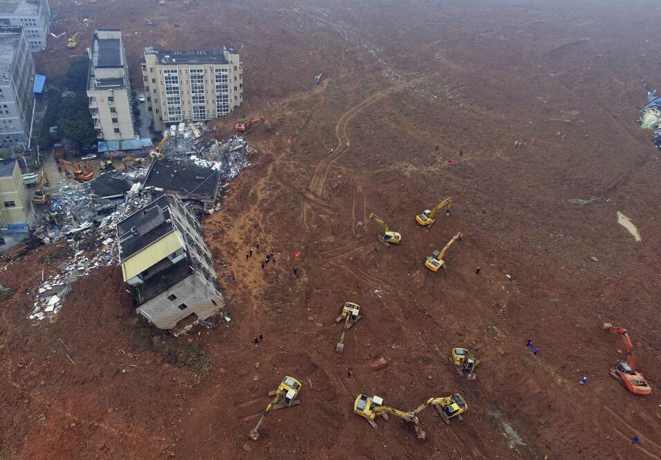 Hombre sobrevivió 60 horas tras deslave en China desastre7.jpg