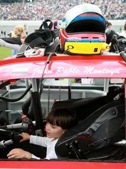 Al parecer, la pequeña hija del piloto colombiano pretende seguir los pa...