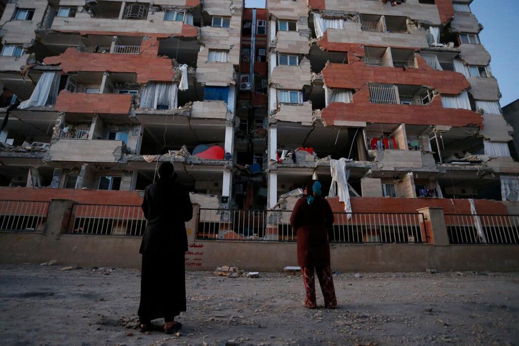 En fotos: Un potente terremoto causa más de 300 muertos y miles de herid...