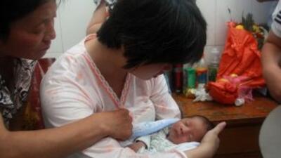 El bebé fue supuestamente vendido por 21 mil 600 yuanes (unos tres mil 5...