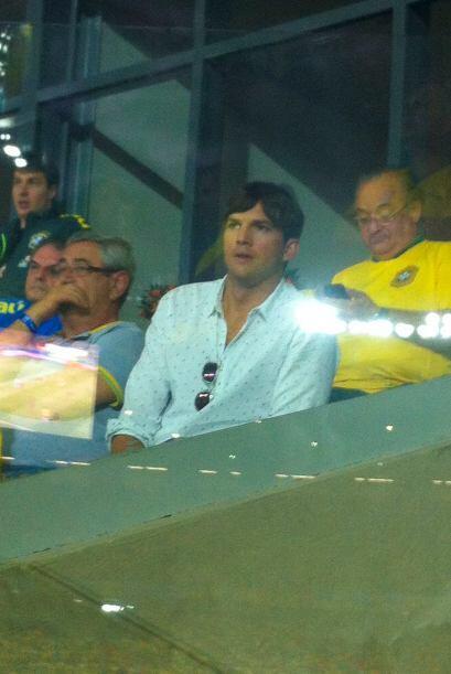 Ashton Kutcher no se podía perder de un partido en vivo.Todo sobre el Mu...