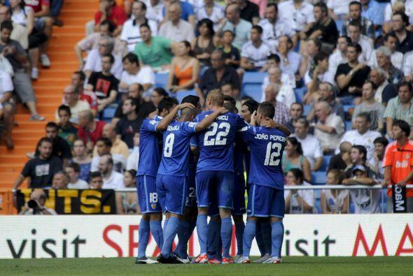 Todo el Valencia festejaba que estaba empatando en el Santiago Bernabéu.