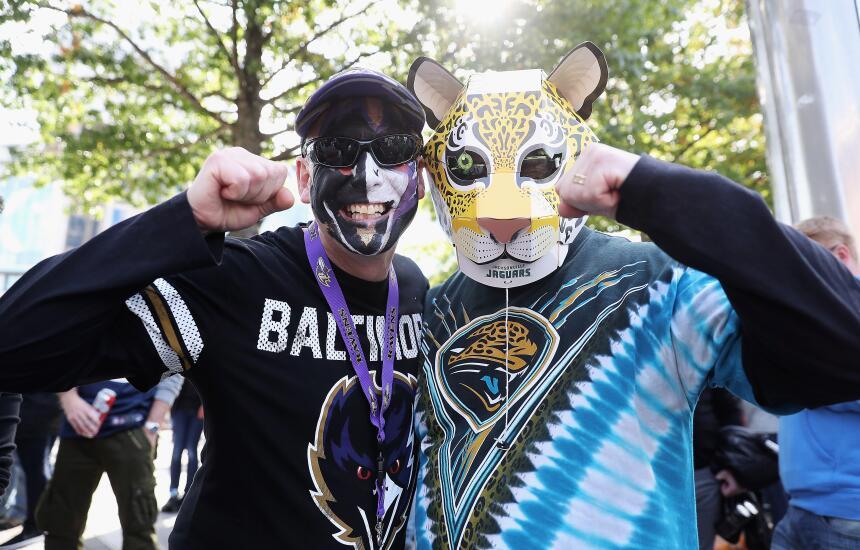 Simbólica protesta contra Trump de jugadores de Jaguars y Ravens en Wemb...