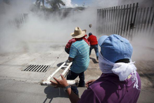 Durante los disturbios lanzaron piedras.