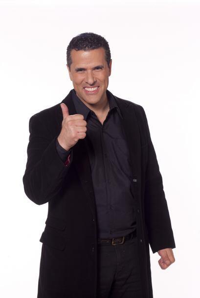 Siempre sonriente y encantador Marco Antonio Regil está listo par...