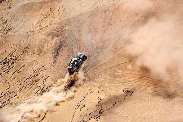El francés Stephane Peterhansel se impuso en la quinta etapa del Rally D...