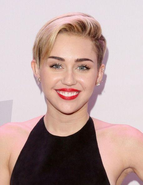 Quien siempre resalta, hasta en el maquillaje, es Miley Cyrus, chica que...