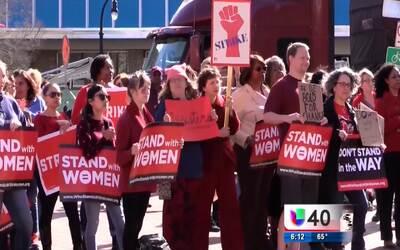 Decenas de mujeres se reúnen en Durham con motivo del Día Internacional...