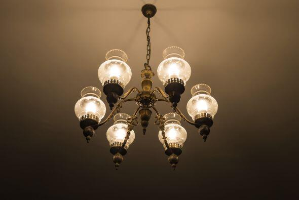 Cuarta capa. La capa final es la de las luces decorativas, como las lámp...