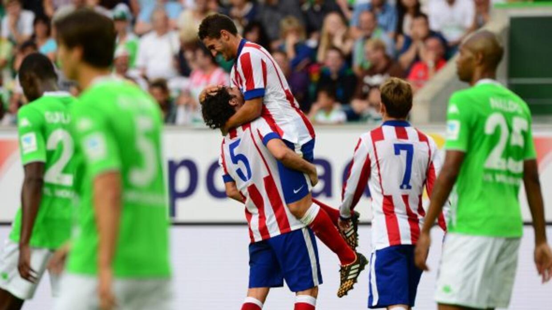Koke, abrazado por Tiago, fue uno de los mejores jugadores por parte del...