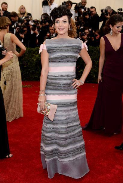 Si no supiéramos que se trata de un vestido, pensaríamos que Lily Allen...