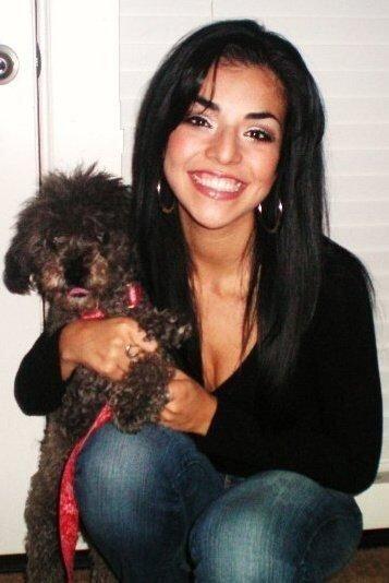 La perrita poddle de Karla, Lolita, es chihuahuense como la dueña.