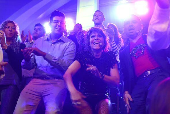 Se puso tan bueno el número, ¡que Alejandra y Larry bailaro...