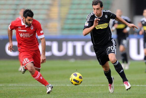 En otro partido, uno de equipos en horas bajas, Bari y Cesena se vieron...