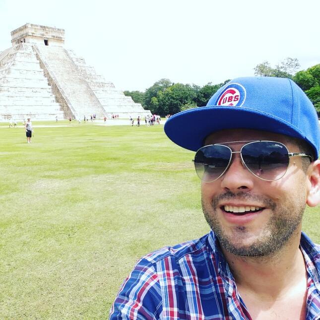 Omar Ramos estuvo de vacaciones en Cancún, México y compartió con nosotr...