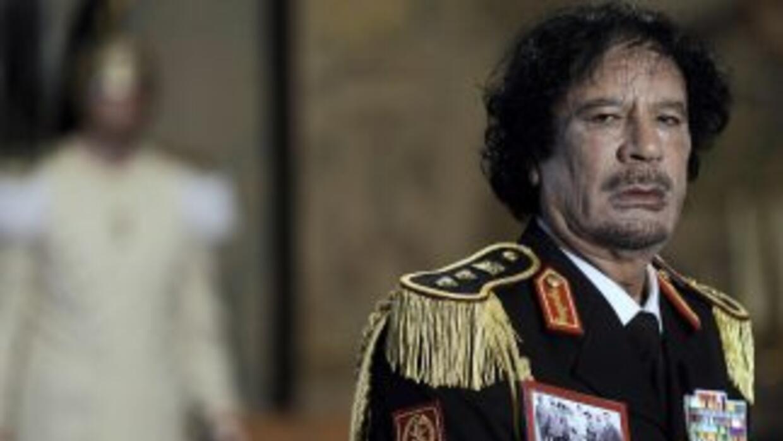 La versi'on oficial dice que Muamar Gadafi murió de un balazo en la cabe...