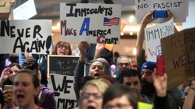 Manifestaciones en contra del veto migratorio de Trump que prohíbe la en...