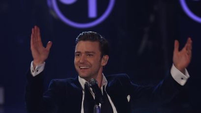 El cantante Justin Timberlake, vestido de Elton John, le dedicó una canc...