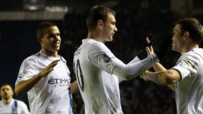 El bosnio Dzeko hizo dos de los goles con los que los 'Citizens'avanzaro...