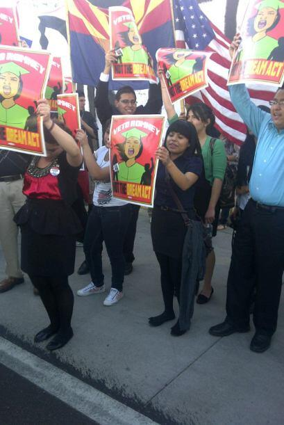 """""""Dreamers"""" protestan en contra de Romney."""