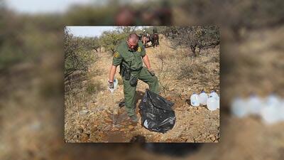 En fotos: No Más Muertes acusa a la Patrulla Fronteriza de destruir el agua que dejan para los inmigrantes.