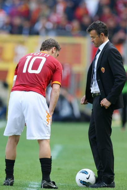 El técnico Luis Enrique mantenía el diálogo con su capitán Francesco Totti.