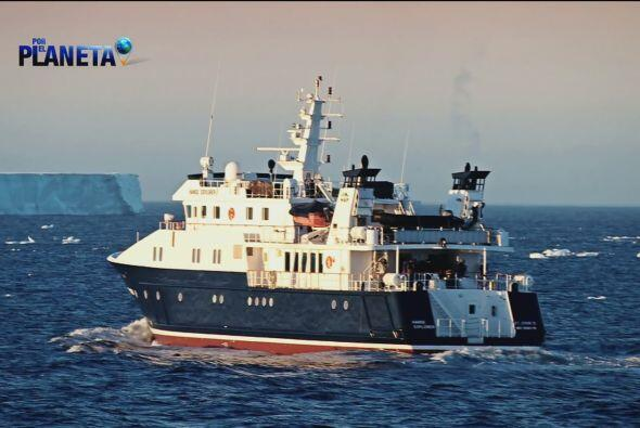 Para llegar a este alejado lugar, el equipo de Por el Planeta navegó mar...