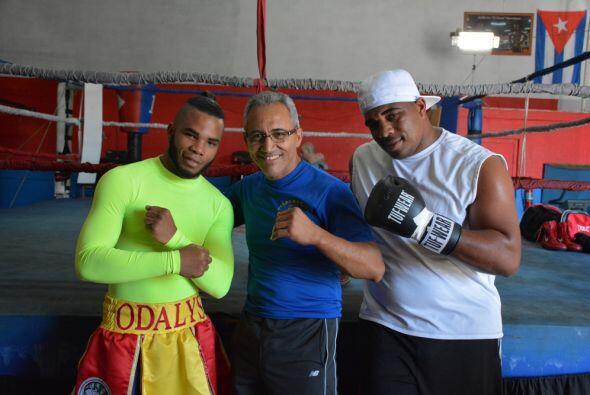 Odlanier Solis junto con Jorge Rubio y el prospecto cubano Hairón Socarr...